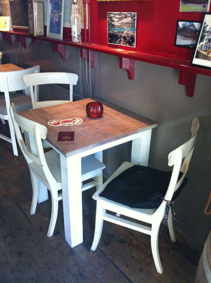 "Trompe l`oeil schilderingen in ""Café in den Koffer"""